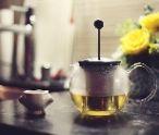 Čaj alebo radšej minerálku na osvieženie počas horúcich letných dní?