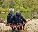 Október – mesiac úcty k starším. Ako im dokázať, že si ich stále vážime?