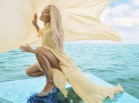 Rita Ora: fotenie v chladnom mori