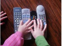 Ako riešiť problém s nadmerným sledovaním televízie u detí