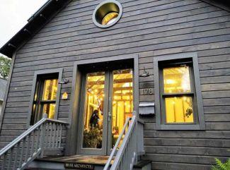 Makrowin dodal okná, dvere a inteligentné ovládanie do historického domu v USA