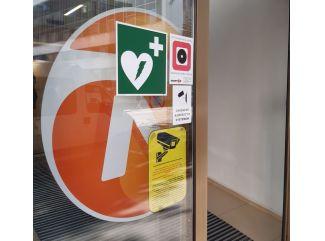 Verejné defibrilátory zachraňujú životy a zvyšujú šancu na prežitie až na 93 percent