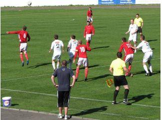 Futbal na zelenej tráve  ( fejtón )