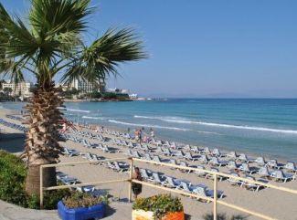 Turecké pobrežie Egejského mora a letovisko Kusadasi, skoro Grécko