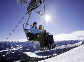 Kam na lyžovačku? V Dolnom Rakúsku nájdete mierne rodinné i náročnejšie lyžiarske svahy