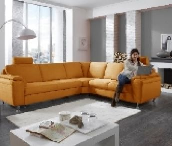 Kontrasty v obývacej izbe vyzdvihnú osobitý štýl