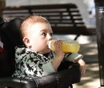 Odborníci tvrdia, že deti by mali piť častejšie ako dospelí. Viete prečo?
