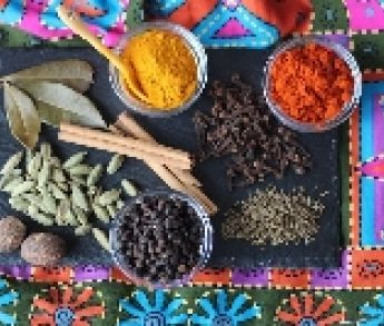4 menej tradičné koreniny, ktoré by nemali chýbať vo vašej kuchyni