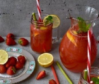 Osviežujúci letný jahodový drink