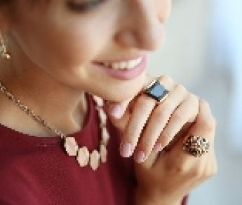 Tipy, ako kombinovať šperky zo šperkovnice s oblečením