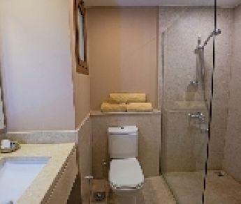 Sprchou ušetríte nielen miesto v kúpeľni