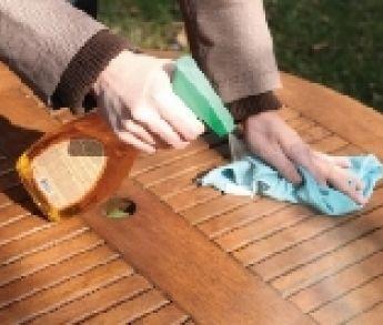 Pripravte záhradný nábytok na novú sezónu