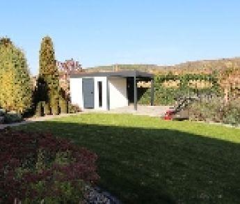 Aj takýto priebeh môže mať stavba záhradného domčeka