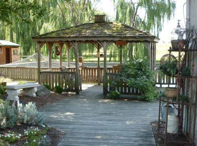 Pergola alebo altánok? Vychutnajte si čas vo svojej záhrade!