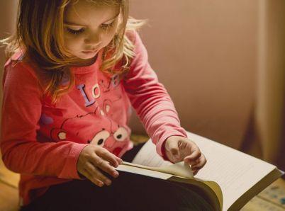 Na správny sed dieťaťa treba dohliadať už od ranného detstva