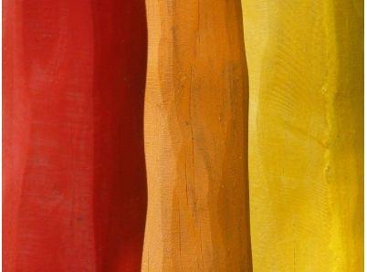 Farba na drevo exteriér a jej aplikovanie na plot a bránku
