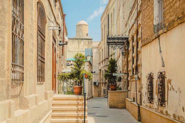 Baku – Perla Kaspického mora a Kaukazu