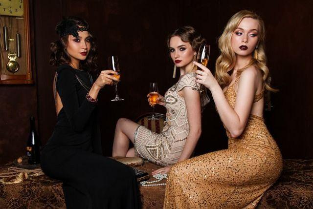 Ako vhodne zvoliť dámske šaty na firemný večierok?