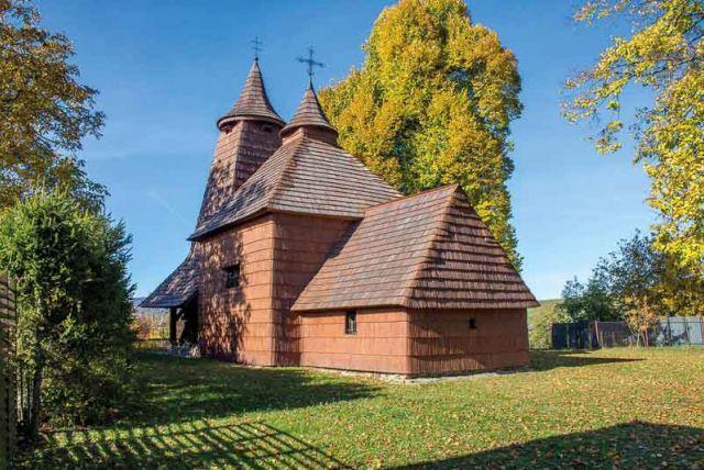 Drevené chrámy na severovýchode Slovenska lákajú turistov