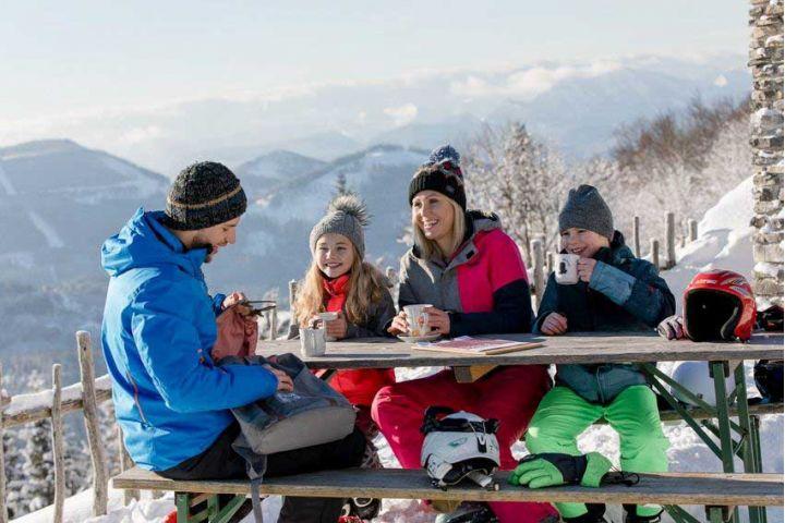 Lyžovanie v susednom Dolnom Rakúsku: Novinky tohtoročnej sezóny a obľúbené lyžiarske centrá