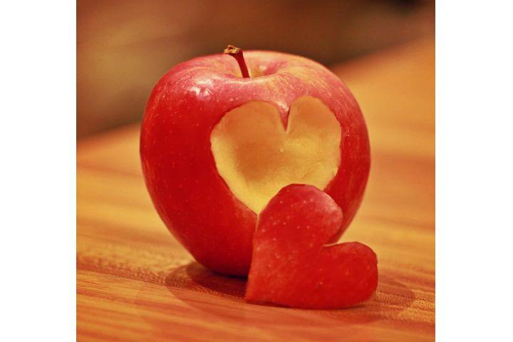 Jablkovo-orechová maškrta so škoricou