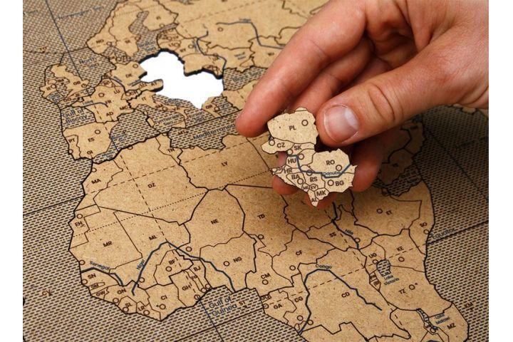 MAPUCLE CELÉHO SVETA  Prstom po mape