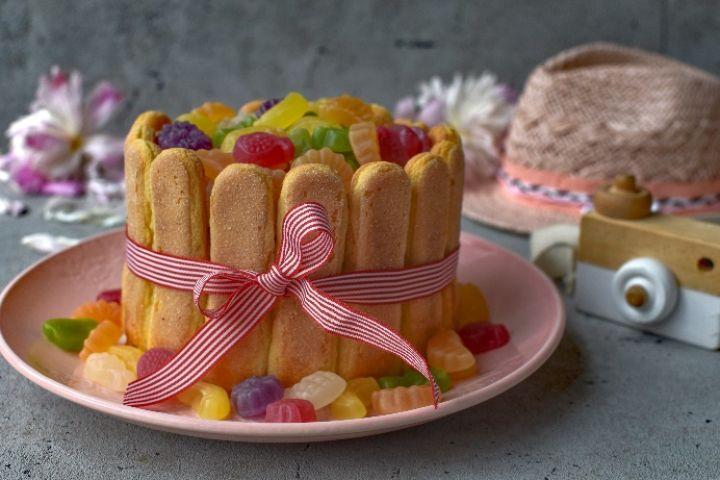 Tipy na leto: vyskúšajte osviežujúce ovocné drinky aj ľahkú nepečenú tortu