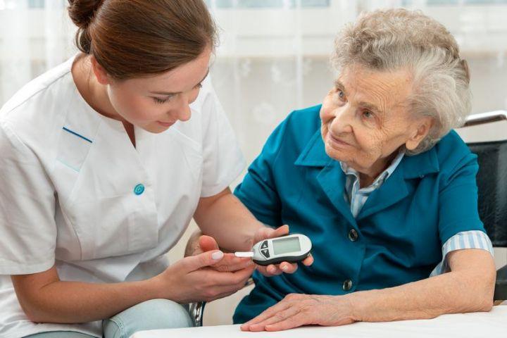 Senior s diabetom si vyžaduje špeciálnu starostlivosť