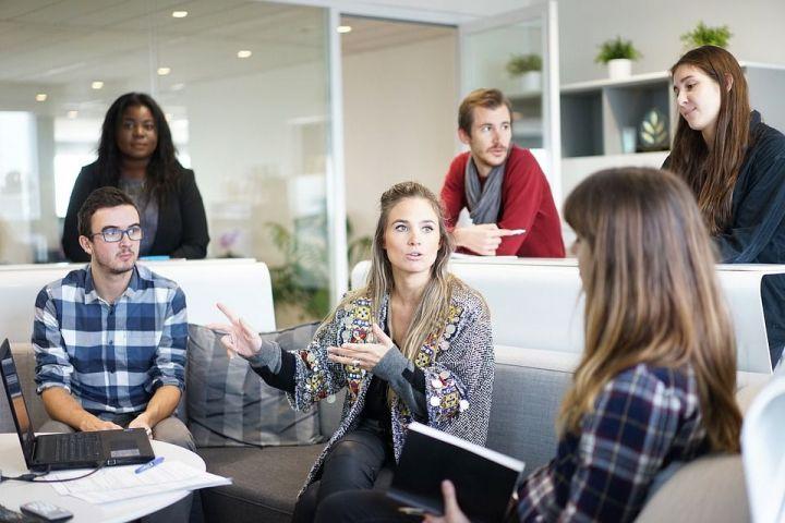 Čo nepatrí do rozhovorov ani medzi tých najlepších kolegov?