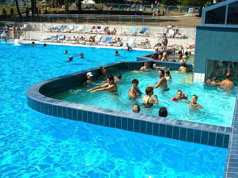 Užívajte si letné wellness na zámku i v akvaparkoch na strednom Slovensku